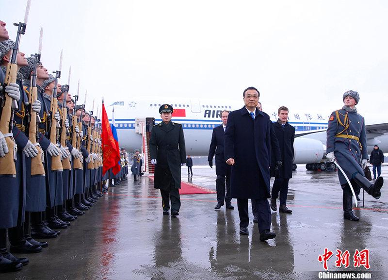 Le Premier ministre chinois arrive à Saint-Pétersbourg