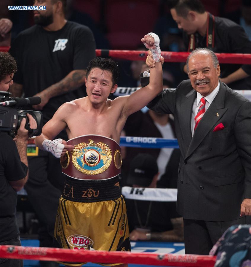 Zou Shiming (L) of China celebrates after defeating Prasitak Phaprom of Thailand in a WBO flyweight title boxing match in Las Vegas, the United States, Nov. 5, 2016. (Xinhua/Yang Lei)