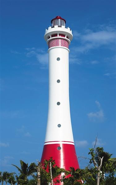 5座灯塔矗立于蓝色大海之上