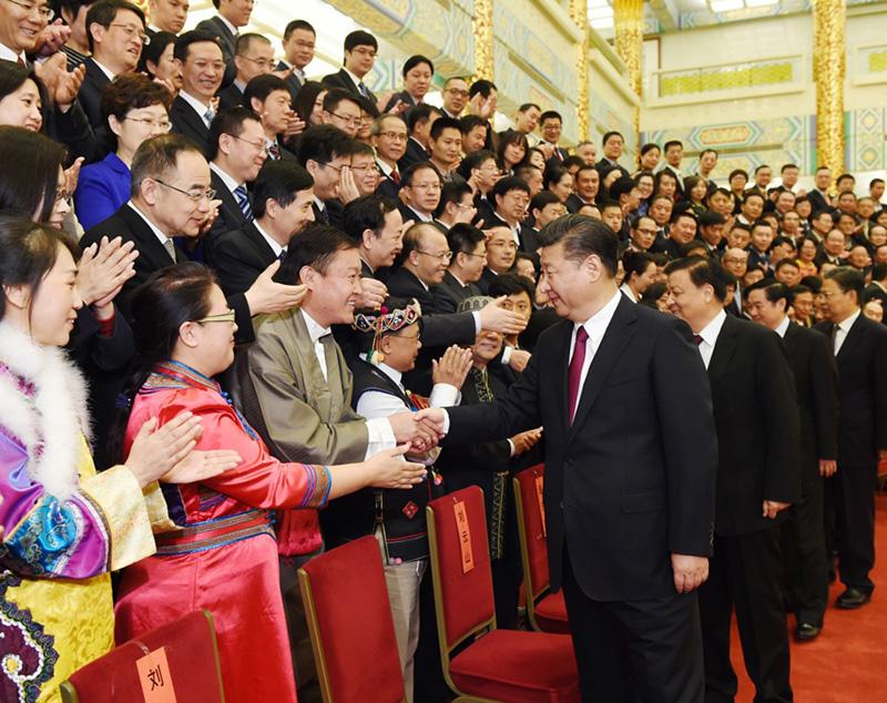 11月7日,党和国家领导人习近平、刘云山等在北京人民大会堂会见中华全国新闻工作者协会第九届理事会全体代表和中国新闻奖、长江韬奋奖获奖者代表。