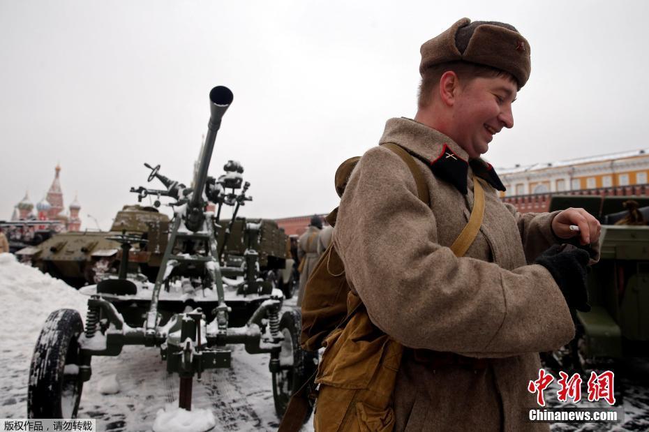 В Москве прошел торжественный марш, посвященный 75-й годовщине военного парада 1941 года