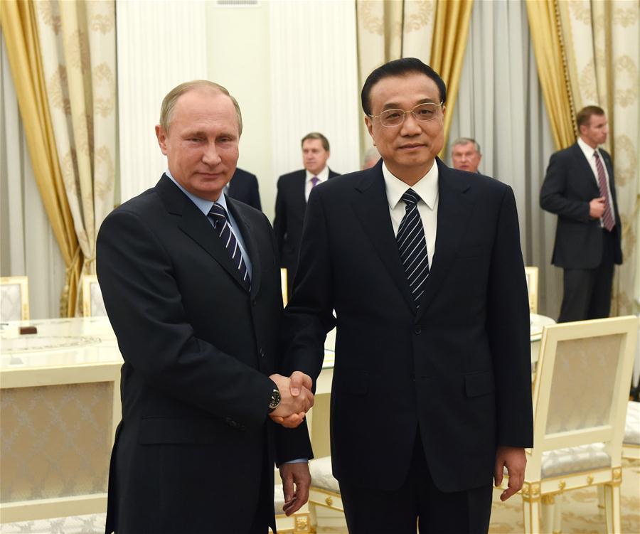 Chinese Premier Li Keqiang meets with Russian President Vladimir Putin at the Kremlin Palace in Moscow, capital of Russia, Nov. 8, 2016. (Xinhua/Rao Aimin)