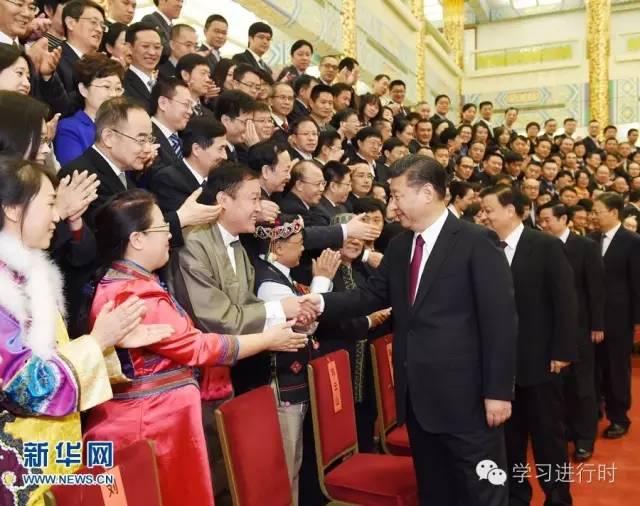 2016年11月7日,党和国家领导人习近平、刘云山等在北京人民大会堂会见中华全国新闻工作者协会第九届理事会全体代表和中国新闻奖、长江韬奋奖获奖者代表。