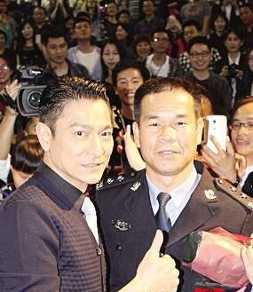 刘德华来厦宣传《失孤》时为陈清洲点赞。