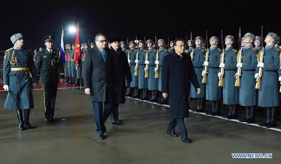 Chinese Premier Li Keqiang (3rd L Front) inspects the guard of honor in a farewell ceremony held for him at the airport in Moscow, Russia, Nov. 9, 2016. Li returned to Beijing on Wednesday after paying official visits to Kyrgyzstan, Kazakhstan, Latvia and Russia. (Xinhua/Zhang Duo)