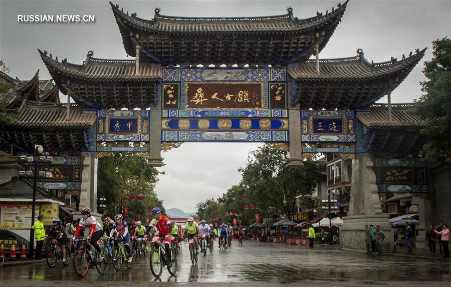 """Велоспорт -- Этап велогонки """"Гран Фондо -- Красочный Юньнань"""" в Чусюне"""