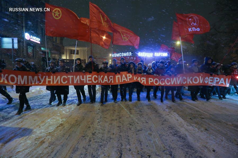 Петербурге отметили 99-ю годовщину Октябрьской революции