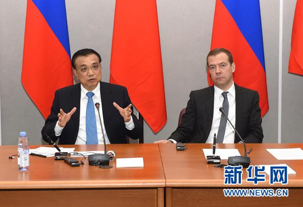 Li Keqiang and  Dmitry Medvedev