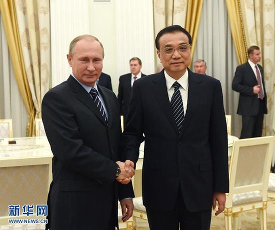 Li Keqiang and Vladimir Putin