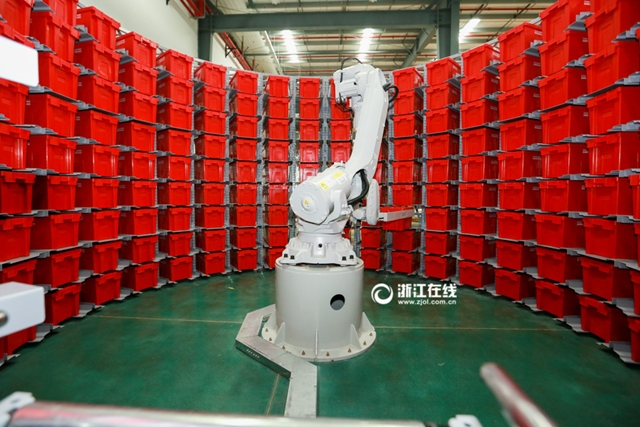 بدء تشغيل روبوتات في ترتيب المخازن لاستقبال مهرجان التسوق عبر الانترنت