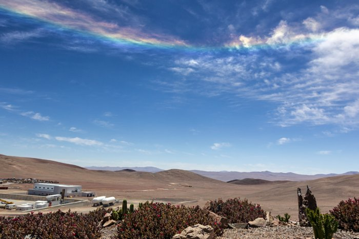 天空的微笑:沙漠上空现罕见天象 点亮荒原景色(1/1418)