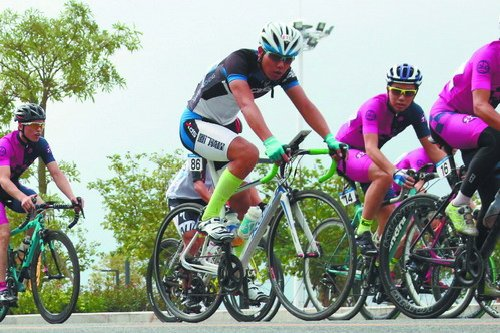 骑程阿清:我喜欢骑行,喜欢在途中心情!骑行是苦累的,也是快乐的。骑行的过程中你始终无法倒退,只有用力的往前,才能达到你的目的地。