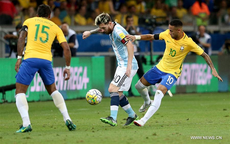 Lionel Messi (C) of Argentina vies with Neymar (R) of Brazil during the qualification match for the 2018 FIFA World Cup finals between Brazil and Argentina at the Mineirao Stadium in Belo Horizonte, Brazil, Nov. 10, 2016. Brazil won 3-0. (Xinhua/Li Ming)