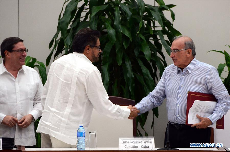 Humberto de la Calle (R), chief negotiator of the Colombian government, shakes hands Ivan Marquez, chief negotiator of the Revolutionary Armed Forces of Colombia (FARC), after signing a revised peace agreement in Havana, Cuba, Nov. 12, 2016. The Colombian government and the FARC on Saturday signed a new peace deal after nine days of intense negotiations in Havana. (Xinhua/Joaquin Hernandez)