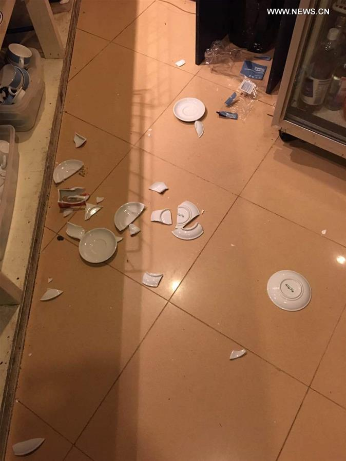 Photo taken on Nov. 14, 2016 (local time) shows goods lying on the ground in a restaurant in Wellington, New Zealand. A major earthquake rocked South Island of New Zealand in the wee hours of Monday, followed by a series of strong aftershocks and a tsunami warning. (Xinhua)