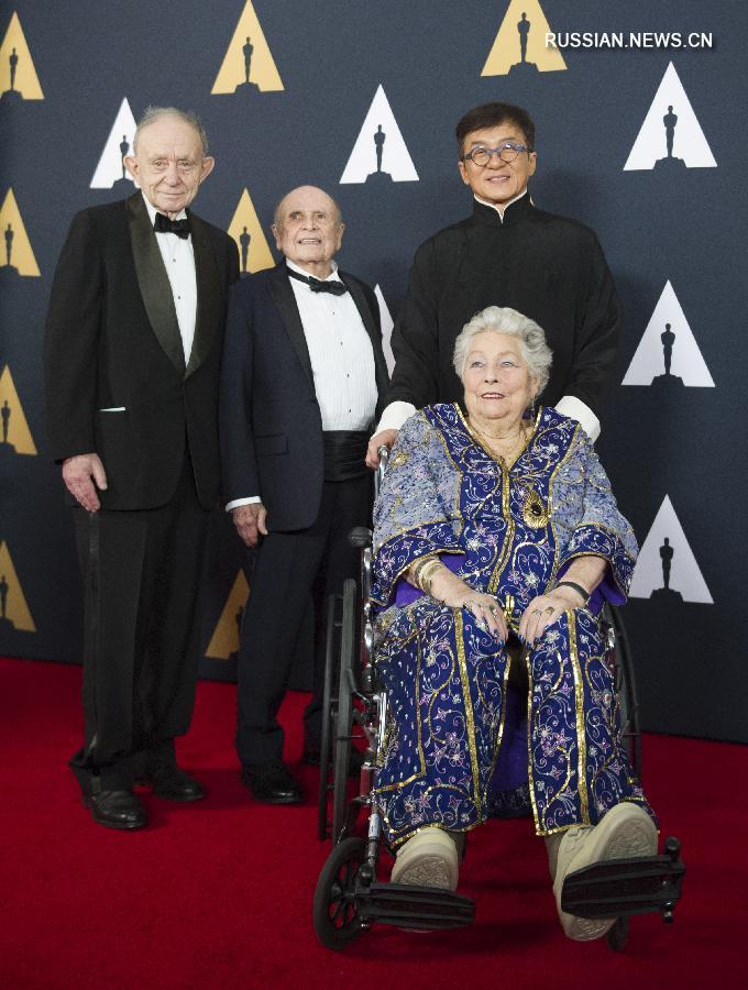 """Джеки Чан получил почетный """"Оскар"""" за вклад в киноискусство"""