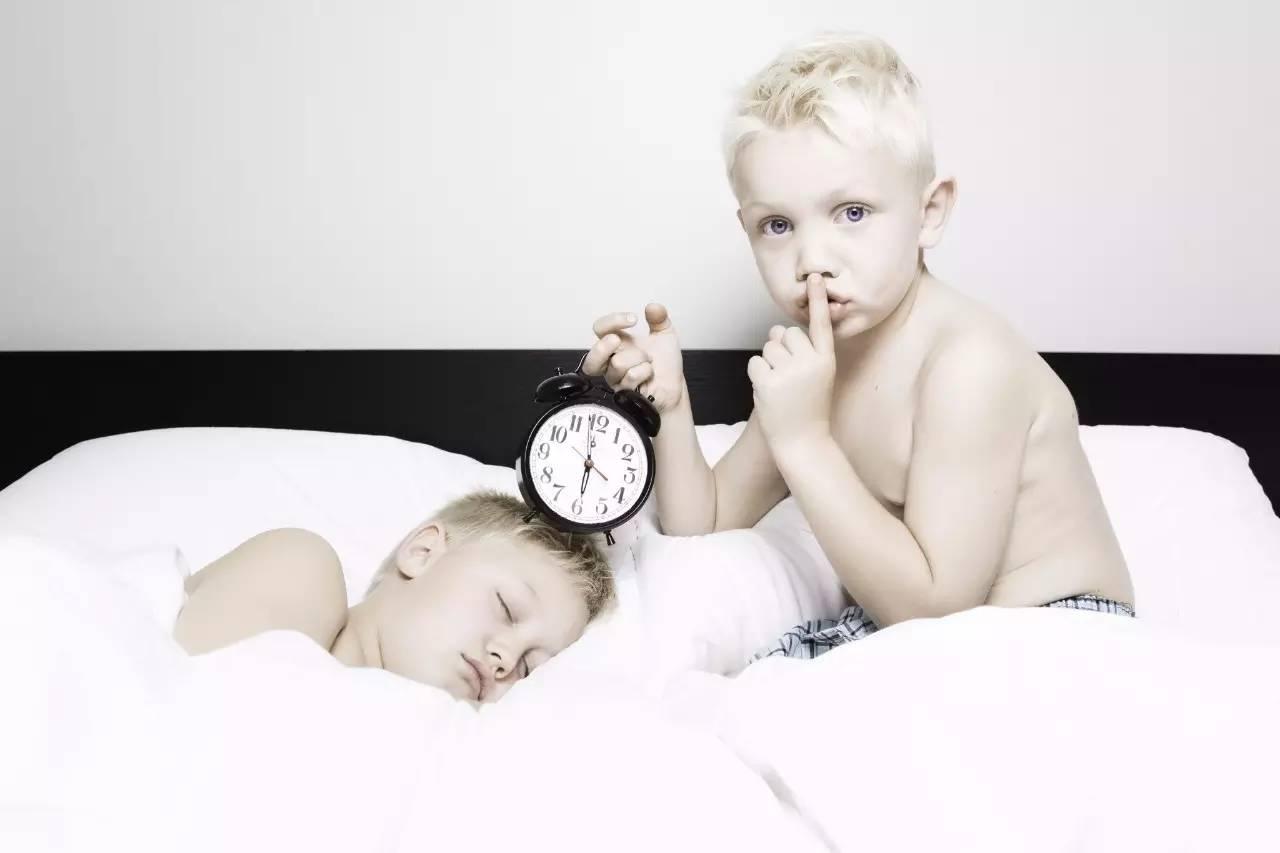 宝宝起床图片可爱