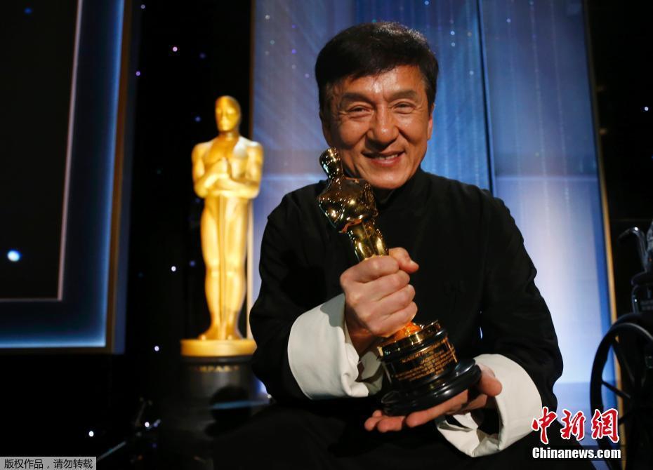 Китайский актер и режиссер стал лауреатом почетной премии за вклад в киноискусство