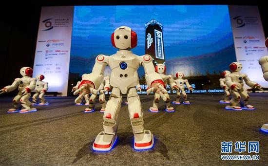 Everest 5, le robot humanoïde à la 3e Conférence mondiale d