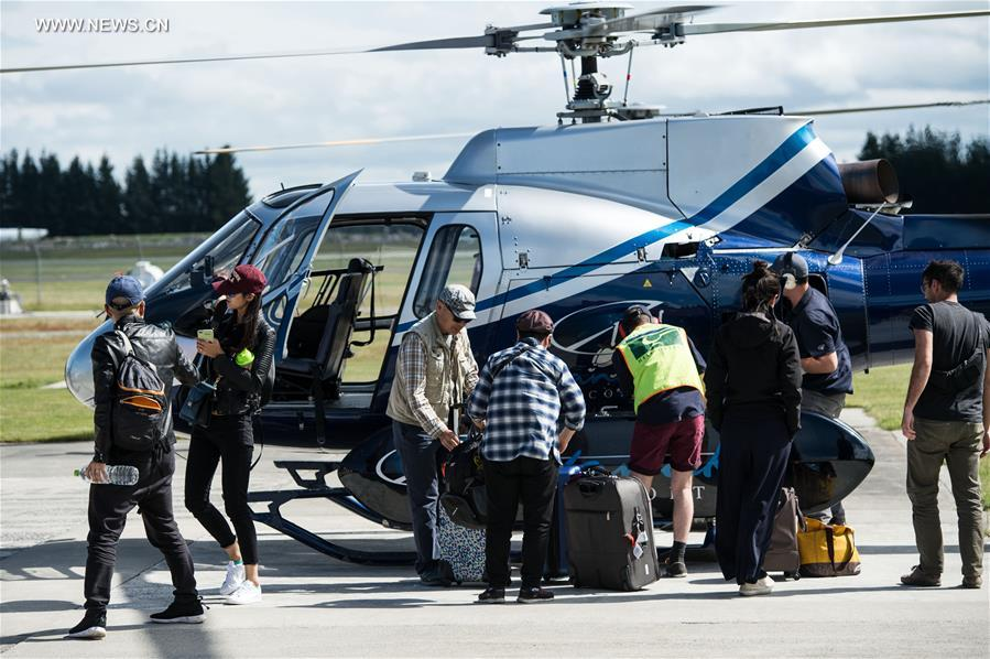 Chinese tourists arrive in Christchurch, New Zealand, Nov. 15, 2016. All Chinese tourists have left the worst-hit town of Kaikoura, on the northeast coast of the South Island, New Zealand by a helicopter and arrived in Christchurch after a 7.5 magnitude quake. (Xinhua/Zhang Jinjia)