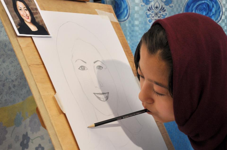 A teenage artist in Afghanistan is inspiring people in the war-torn country by painting with her mouth.
