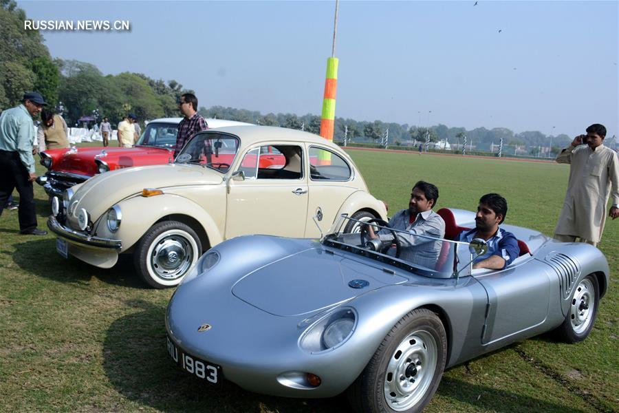 В Пакистане прошла выставка ретро-автомобилей