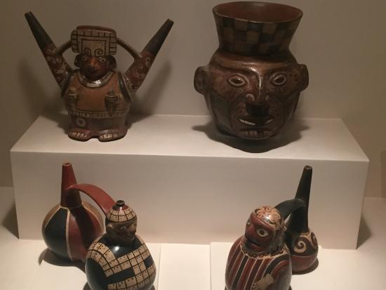 El museo Larco de Lima expone antiguas reliquias chinas