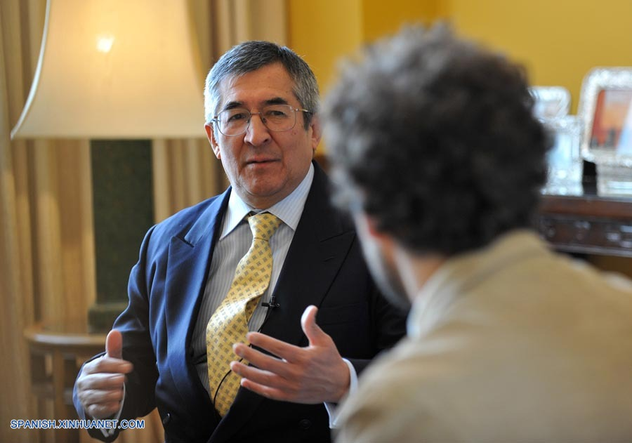embajador de este país andino en China, el señor Juan Carlos Capuñay