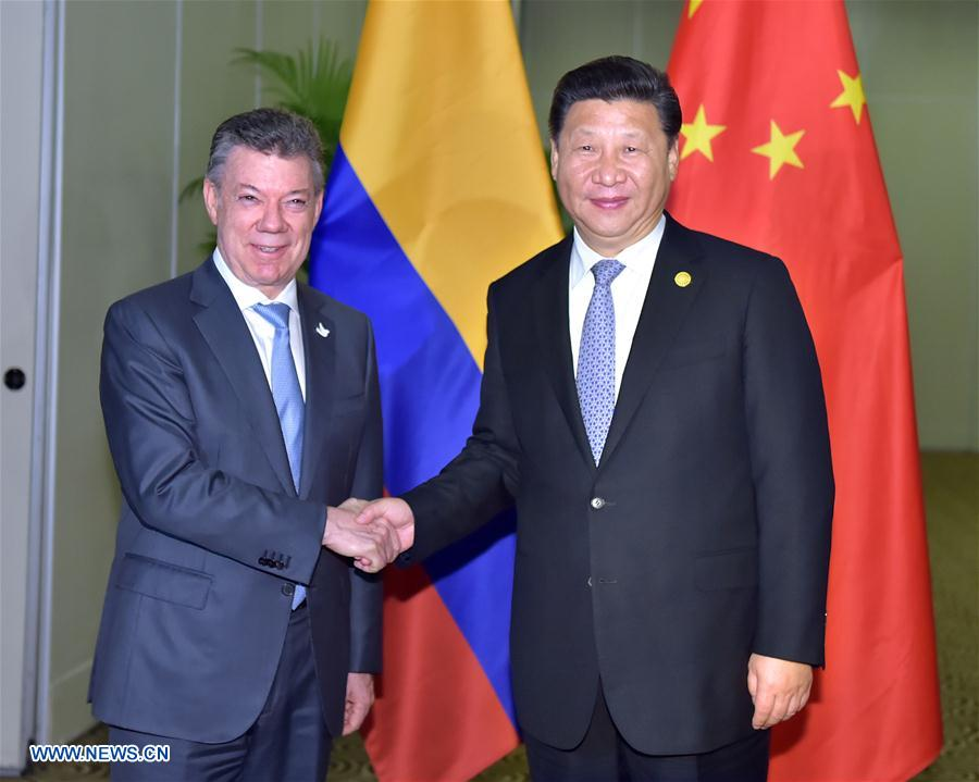 Chinese PresidentXi Jinping(R) meets with his Colombian counterpart Juan Manuel Santos in Lima, Peru, Nov. 19, 2016. (Xinhua/Li Tao)