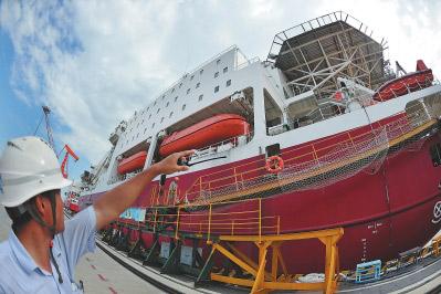 2016年8月25日,为国际船东建造的两艘双体半潜自航式居住辅助平台完工。