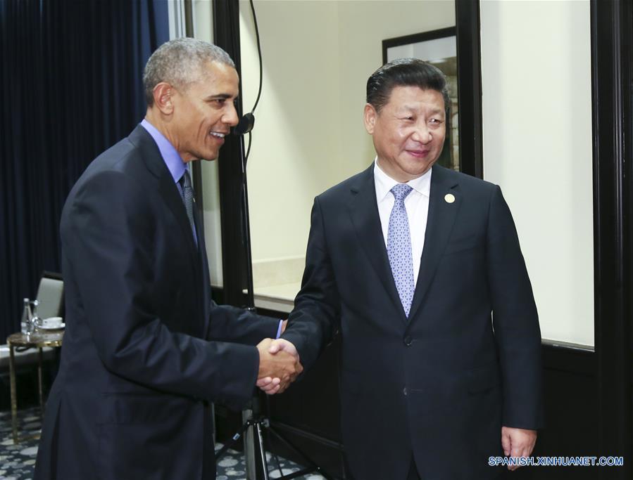 El presidente chino, Xi Jinping, y su homólogo estadounidense, Barack Obama, se reunieron el sábado en la capital peruana de Lima, y acordaron mantener un desarrollo sano y estable de las relaciones bilaterales.(Xinhua/Lan Hongguang)