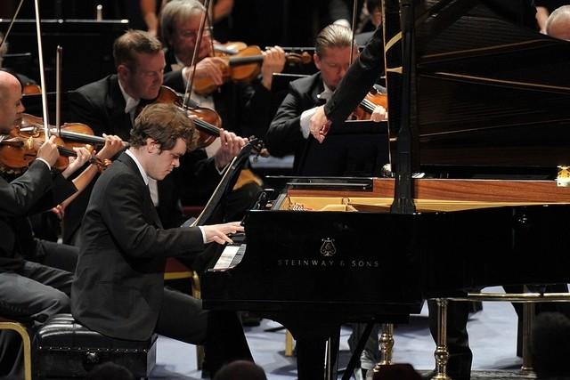 钢琴家本杰明·格罗夫纳将参加此次音乐节的演出