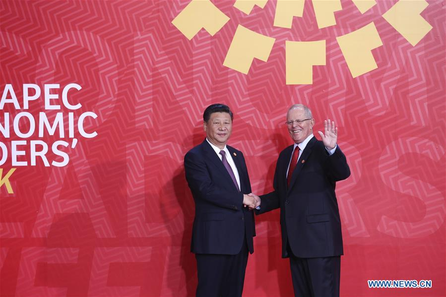 Chinese President Xi Jinping (L) is welcomed by Peruvian President Pedro Pablo Kuczynski before the 24th APEC Economic Leaders