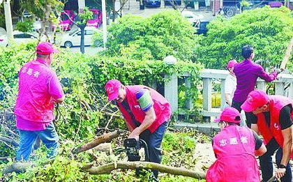 江头街道广大党员群众争当金砖志愿者。