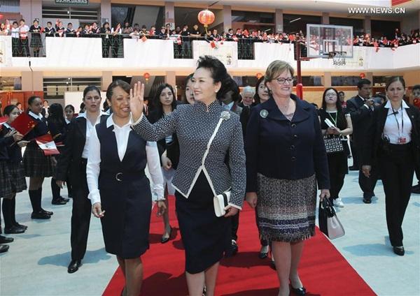 شي وكوزينسكي يتعهدان بتعزيز التبادلات الثقافية بين الصين وأمريكا اللاتينية