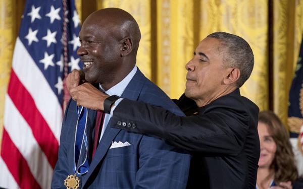 Jordan y Abdul-Jabbar fueron galardonados con el más alto honor civil de la nación