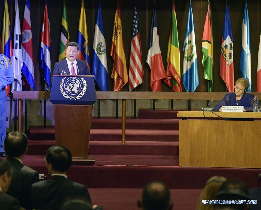 El presidente chino, Xi Jinping, pronuncia un discurso en una cumbre de ejecutivos de medios chinos y latinoamericanos en la capital chilena de Santiago. (Xinhua/Wang Ye)