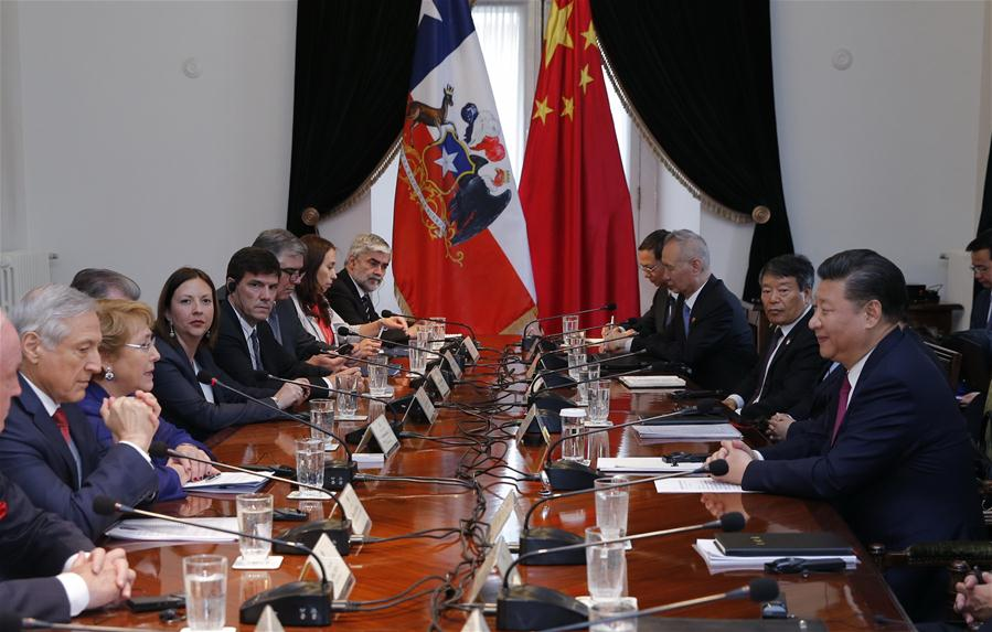 Chinese President Xi Jinping (1st R) holds talks with Chilean President Michelle Bachelet (3rd L) in Santiago, capital of Chile, Nov. 22, 2016. (Xinhua/Ju Peng)