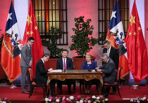 الصين وشيلي ترفعان مستوى علاقاتهما إلى شراكة إستراتيجية شاملة