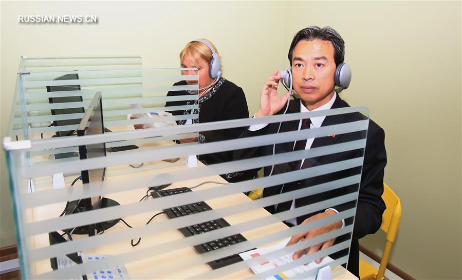 Китай подарил киевской школе оборудование для лингафонных кабинетов