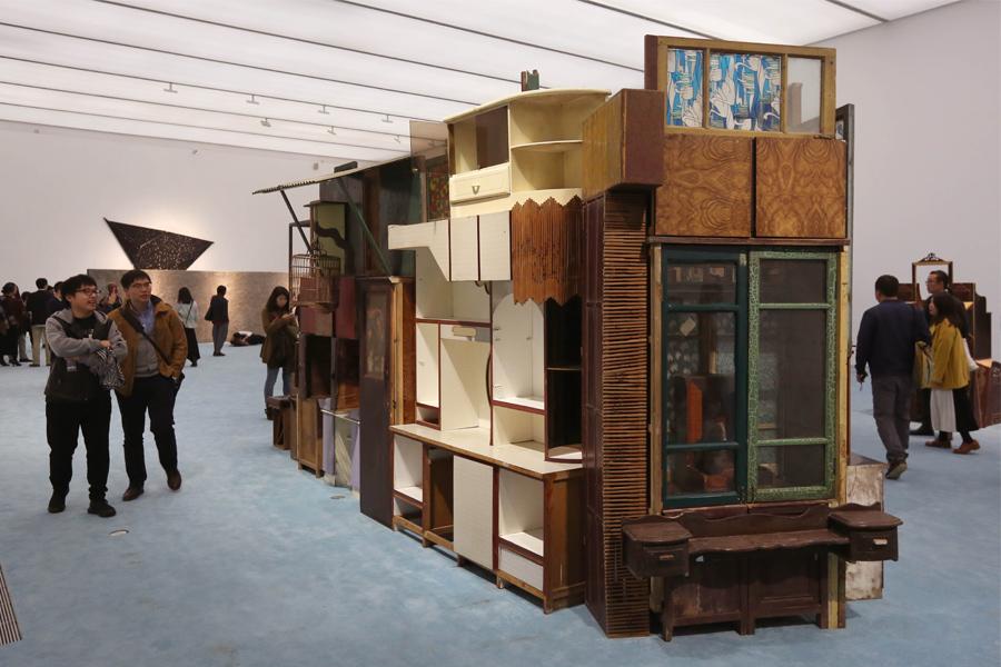 11-я Биеннале в Шанхае объединила темы современной городской жизни, искусства и общества