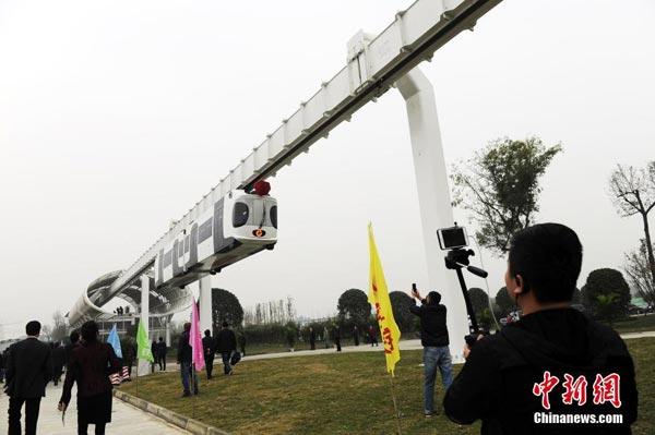 """В китайском городе Чэнду запустили первый """"воздушный поезд"""""""