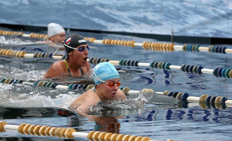 Во Владивостоке проходит этап кубка мира по зимнему плаванию