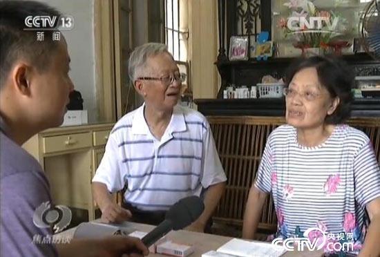 蔡韵梅老人(右一)的求医路