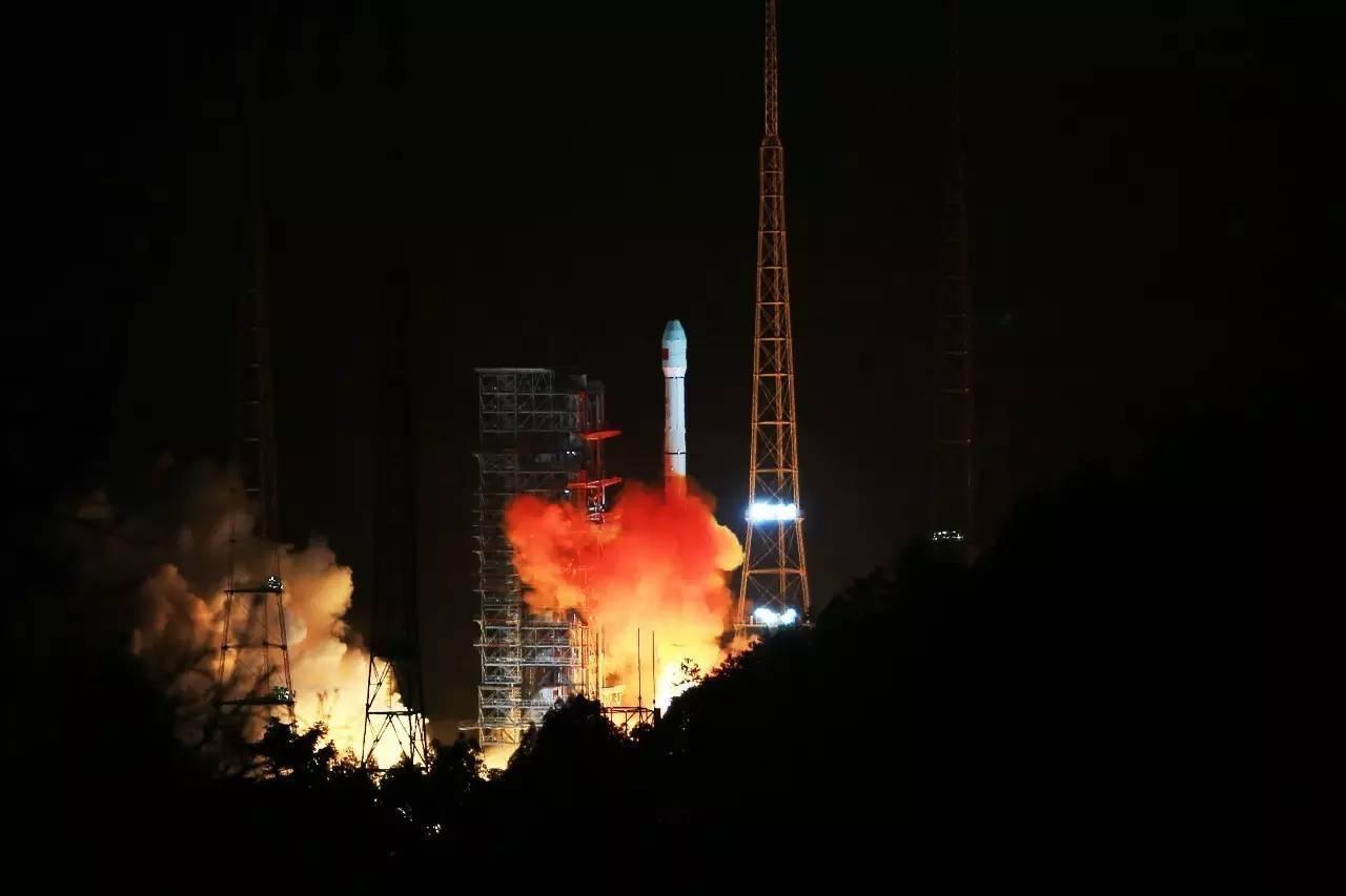 """Китай запустил спутник """"Тяньлянь I-04"""" для поддержки глобальной сети ретрансляции данных"""
