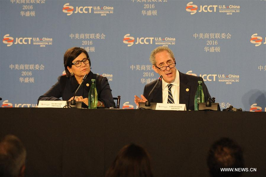 U.S. Trade Representative Michael Froman (R) speaks during a press briefing for the 27th Session of the China-U.S. Joint Commission on Commerce and Trade (JCCT), in Washington D.C., the United States, Nov. 23, 2016. (Xinhua/Zheng Qihang)