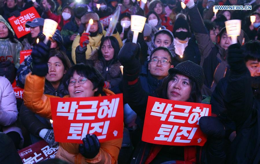 People attend a rally demanding President Park Geun-hye to step down in central Seoul, South Korea, Nov. 26, 2016. (Xinhua/Yao Qilin)