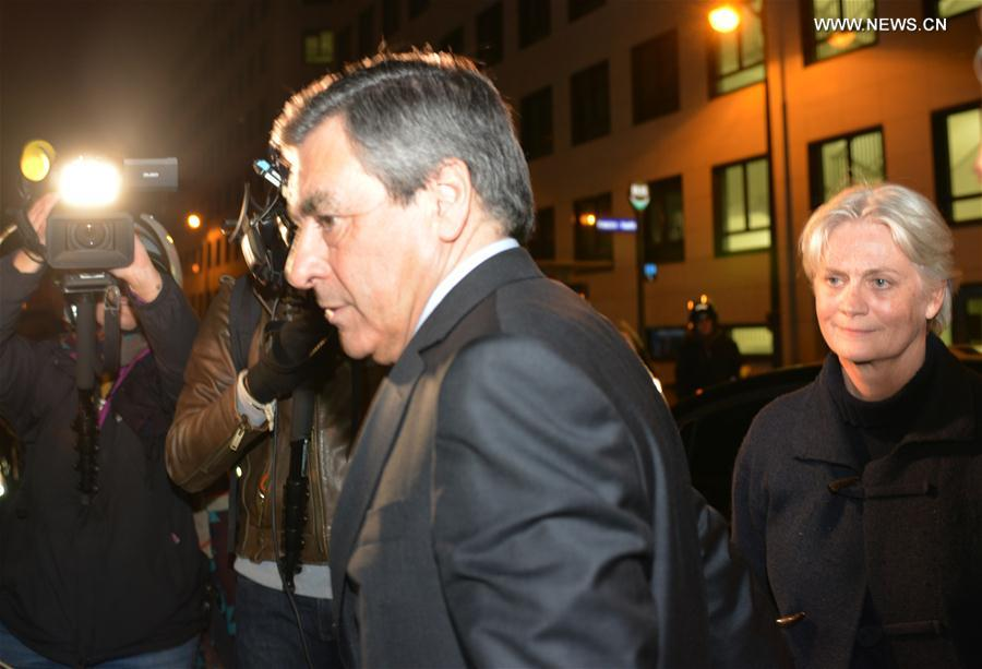 Former Prime Minister Francois Fillon (Front) arrives at the primary