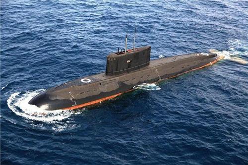 5月份,南海舰队某潜艇支队,两艘潜艇开赴预定海域展开激烈对抗