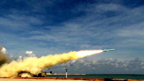 7月份,海军三大舰队在海南岛至西沙附近海域举行实兵实弹对抗演习